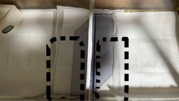 レオパの飼育について。 90cm水槽に仕切りをして45cm×2で2匹飼おうと思います そこでヒーターなんですけど、下2つの商品どちらがいいと思いますか?一つは30〜40cm水槽に対応していて、もう一つは45〜60cm対応です。 写真の黒線がヒーターのイメージなんですけど仕切りがあるとはいえ水槽自体は90cmなので2つ購入し1匹に1つヒーター使用しようと思うんですけど、どちらの商品の方がいいと思うから教えてほしいです。 みどり商会 ピタリ適温プラス 1個 (x 1) https://www.amazon.co.jp/dp/B004IGXYX2/ref=cm_sw_r_cp_api_glt_i_QHRP5BB8R6BQBV8TX9HZ みどり商会 ピタリ適温プラス 2号 https://www.amazon.co.jp/dp/B004IH1VRC/ref=cm_sw_r_cp_api_glt_i_G93CD8GMCX1GRHAP6W65