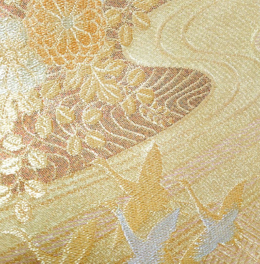 着物に詳しい方教えてください。 この帯は錦織になるのでしょうか? また、唐織と蘇州刺繍の見分け方がわかりません。 分かりやすく教えて頂けましたら嬉しいです。