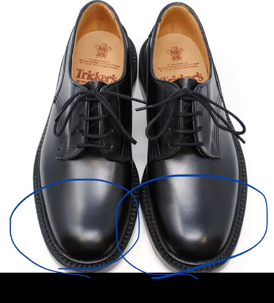 コスプレグッズ作成について質問です。 画像のような革靴のつま先部分に布を貼って装飾したいのですが、どうしてもシワが立ちます。何かいい方法はありますでしょうか……?