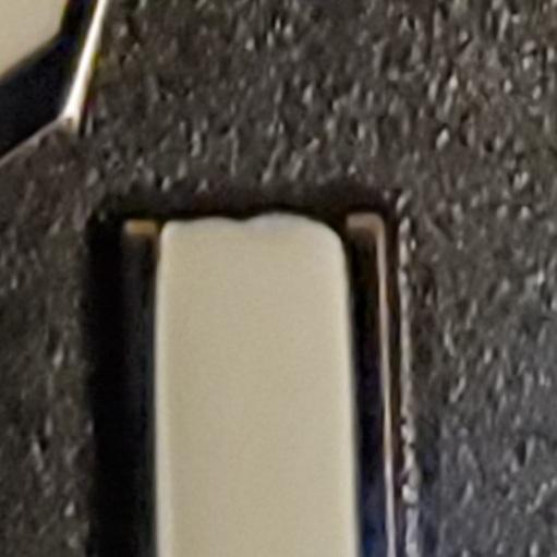 腕時計について、ブライトリングの文字盤のインデックスをよく見ると、画像のように少し凸凹しているのですが仕上げはどれもこんなものでしょうか? ちなみに並行新品です。