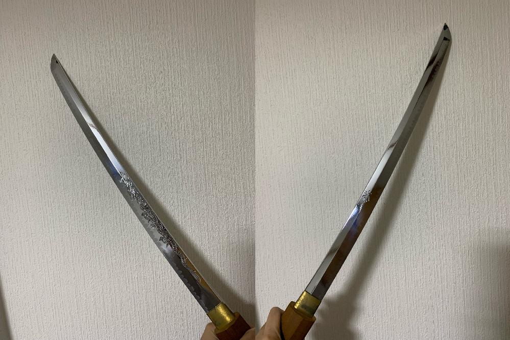 祖父が所持していた模造刀なのですが、刀についての記載が一切無く、どういった刀なのか分からず困っております。 この刀に銘があるのか、どういった特徴があるのか知りたいです。