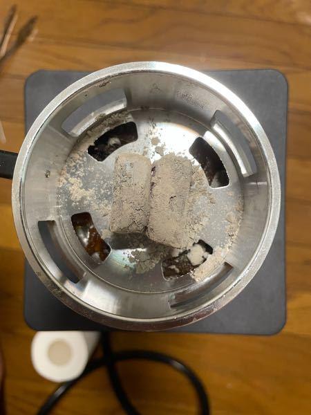 カテゴリが無かったので借ります。自宅シーシャについてです。炭を焼いてフレーバーもセットして水を入れて吸っていますが全く煙が出ません。何がおかしいのでしょうか?おかしいとしたら恐らく炭なのかな?と...