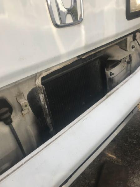 アクティ HA4 フロントバンパー外しましたが、ラジエーターキャップが出て来ません。 ラジエーター液入れたいのですだ、何処をやればいいですか?