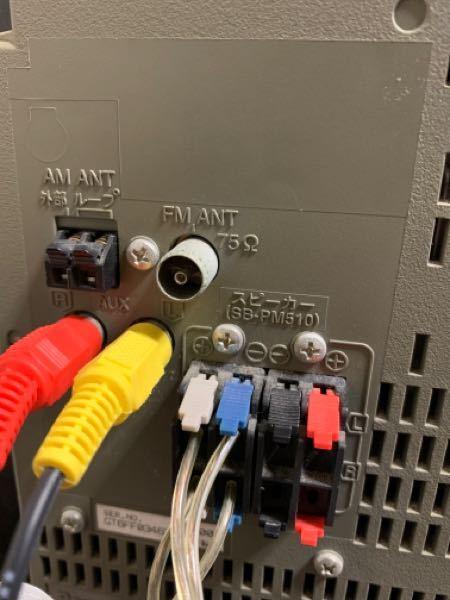 SA-PM510MDというCDコンポを購入しました。 直接スピーカーに繋げば音は鳴りますが 間にアンプをかまして音を鳴らす事は可能なのでしょうか? ネットで暫く調べましたが 知識が薄く思うように情報が出て来ません。 CDコンポ→ 赤黄ケーブルでAUXという差し込み口(そこしか差し口がありません。)→ アンプのCDというINPUTに差す→ アンプのスピーカーより、スピーカーケーブルでスピーカーに繋ぐ。 本当は、CDコンポのAUDIO OUTという所に赤黄ケーブルを差すようなのですが このコンポにその差し込み口がないということは このコンポはアンプを使用出来ないのでしょうか? 無知でお恥ずかしいですが、ご教授いただけないでしょう。