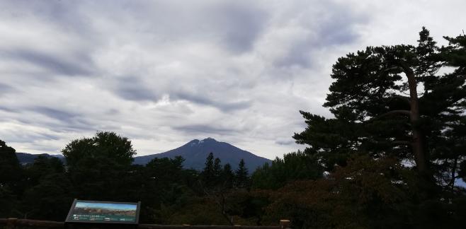 お前等は岩木山を知っていますか。 私は岩木山を知っています。