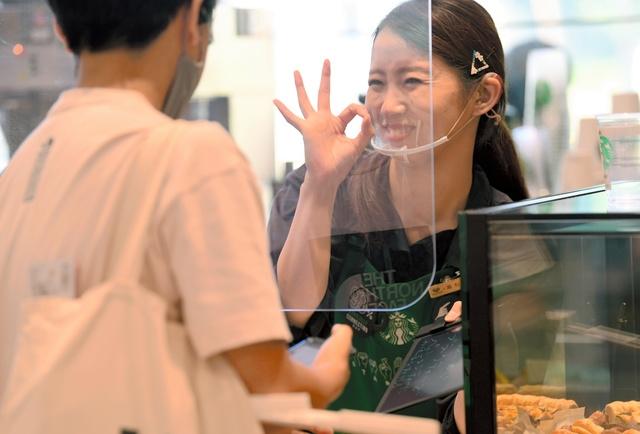 スターバックスの店員には、このような笑顔が求められますか?
