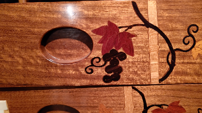 木製の箪笥です。このような細工は何細工と言いますか?宜しくお願いします。