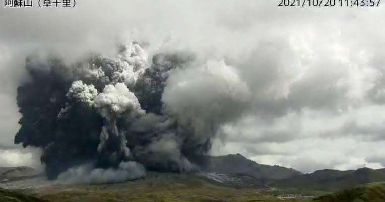 阿蘇山が噴火しましたね。 良くあることなのですか? ライブカメラのURLを教えてください。
