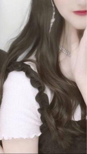 この髪の巻き方と何ミリのコテを使ってるか教えて欲しいです( ; ; )