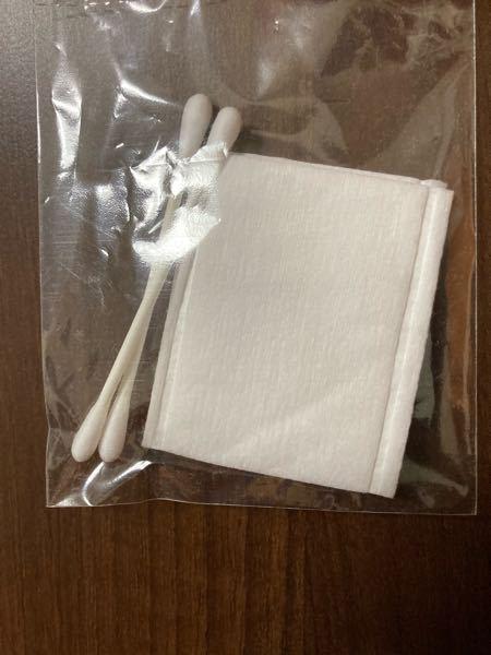 旅館のアメニティについての質問です 綿棒と一緒に付属されているものはなんですか?