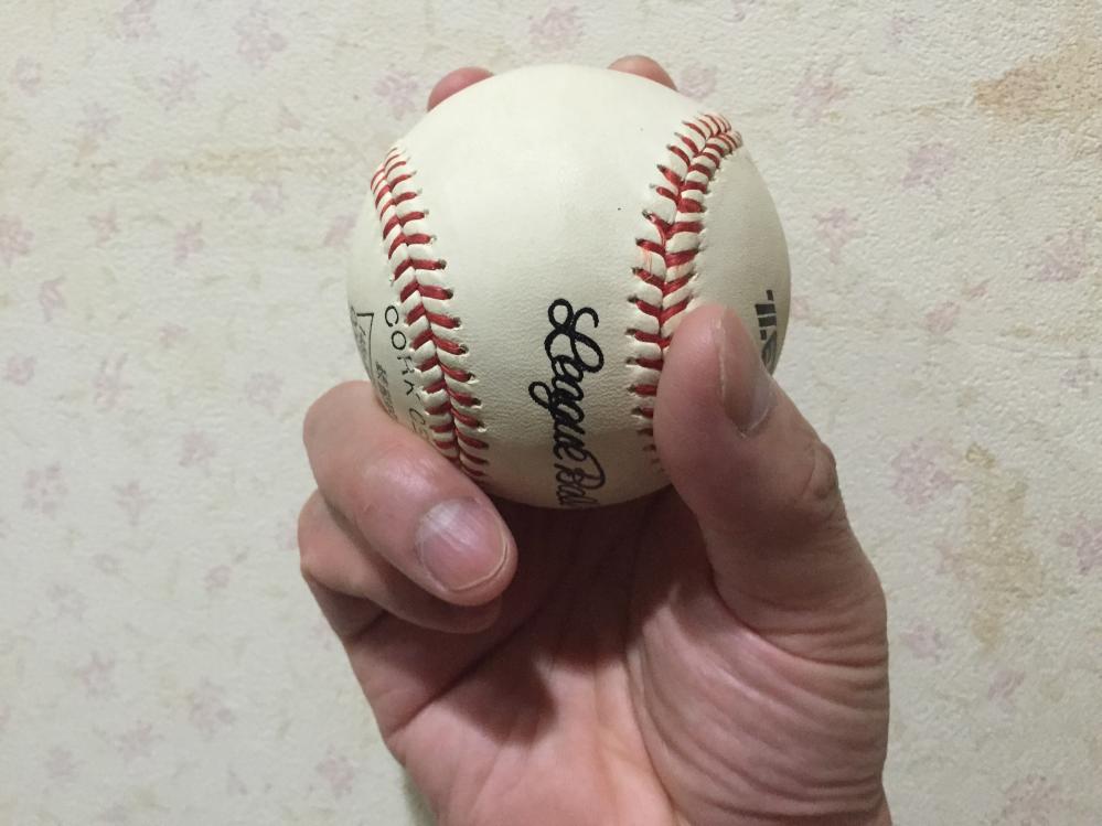 ツーシームボールというとナチュラルシュートする球ですが、チェンジアップのように沈む球もあります。 そこで質問ですが、沈むツーシームボールの握り方は画像のような握り方で良いのですか?