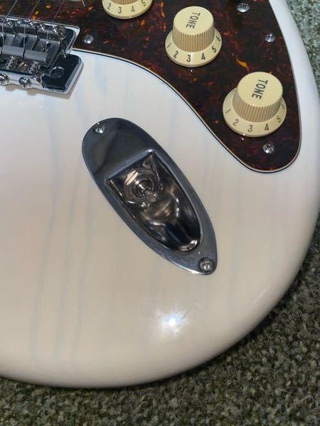 写真のようにギターのジャックが折れて(抜けて?)取れなくなりました。どうするのが一番良いでしょうか。