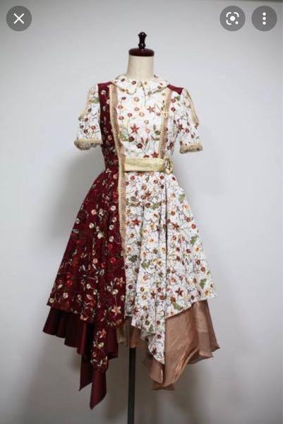 成人式の二次会で、乃木坂46の衣装になるような服装で行くのはおかしいですか?(制服ではありません) 例をあげるならば下の写真のような衣装です。