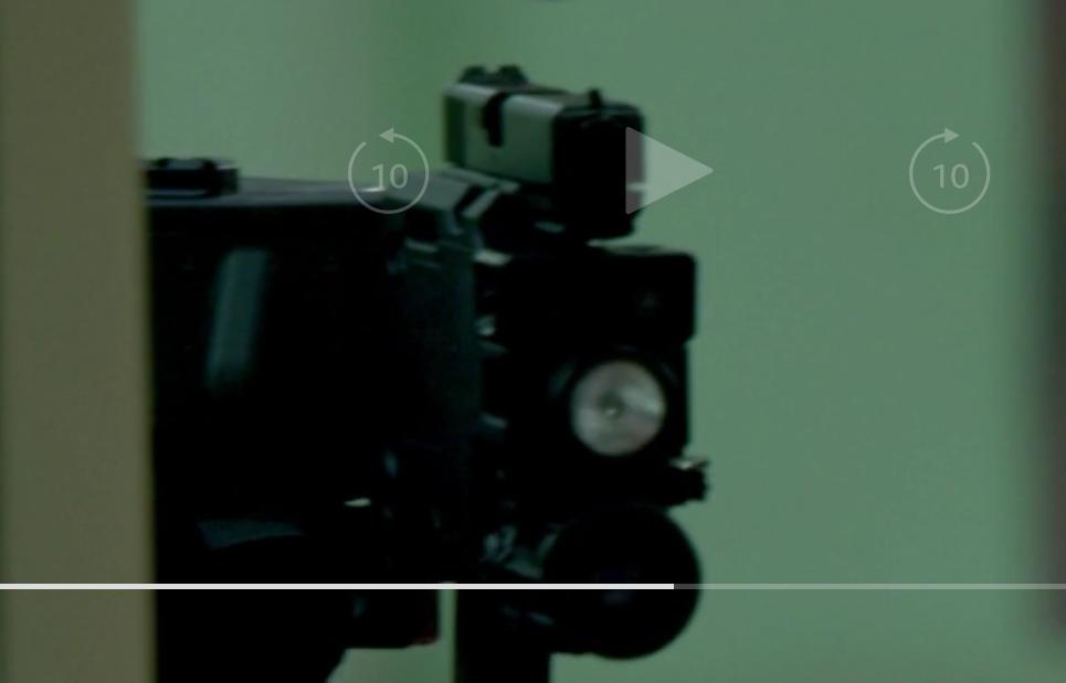 海外ドラマを見ていたら小銃の先端部分が折れて、壁などに隠れたまま身を乗り出さずに攻撃してたのですが、こんな武器は実際にあるんですか?