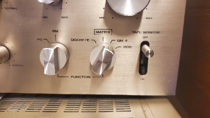 質問です。 ダイヤトーンのDA-Q100という4チャンネルステレオデコーダーを修理して使ってるんですが、このQM-4というポジションはどういう方式のレコード聴くときに合わせるんですか?