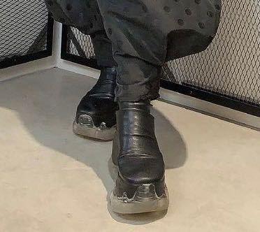 この写真の靴のブランドがわかる方いたら教えて欲しいですm(__)m