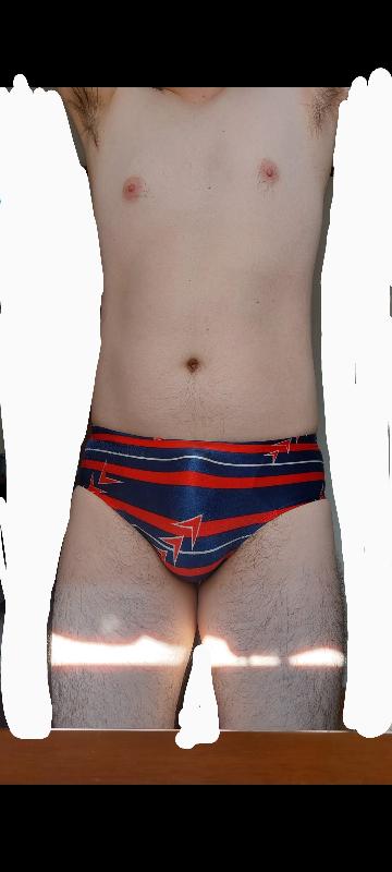 このような水着を穿いて市民プールで泳いでいたら、どのように思われますか?