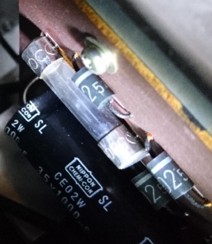 ビデオデッキの電源が急に入らなくなってしまったので まずヒューズを確認しているのですが このヒューズは切れてはいないですよね?