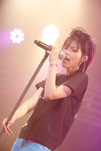 相川七瀬と中森明菜、どちらがロックで、生き方がかっこよく、現在でも活躍されている美人な歌手??