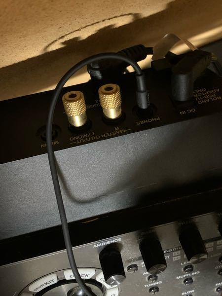 rolandの電子ドラムなんですけど、この状態で、スピーカーで音を鳴らすにはまず何を買えばいいですか??