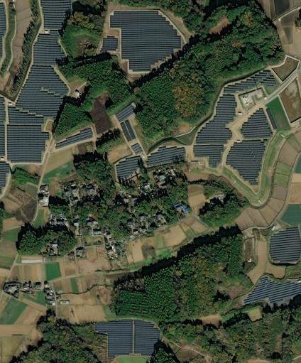 地方の、こういうソーラーに囲まれた集落って、実際住み心地は悪くなったんでしょうか?夏に熱風が吹きつける、とか?