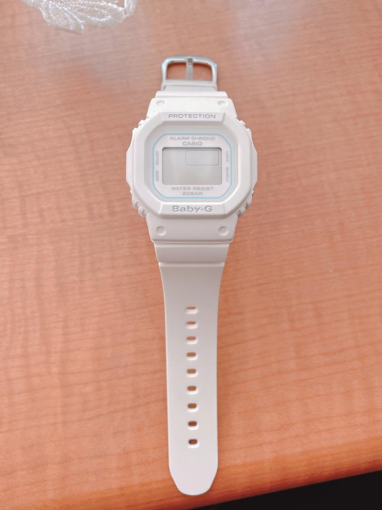 Baby-Gの腕時計です。この時計はソーラーでしょうか?電池でしょうか?電源が切れてしまったのですが、説明書がなくて困っています。
