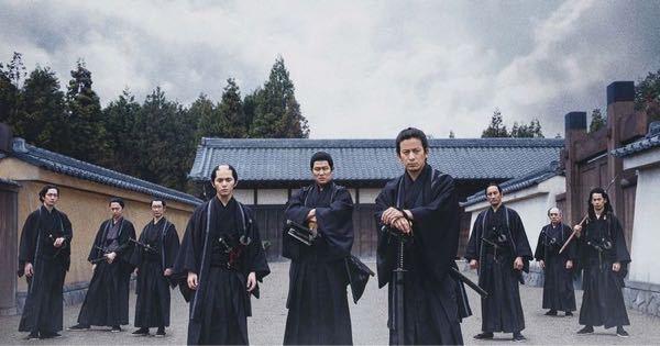 『燃えよ剣』について。 新撰組の誰が誰なのかよくわかりません。 左から、??、藤堂、山南、沖田、近藤、土方、??、井上、??。 ??の部分教えてください。