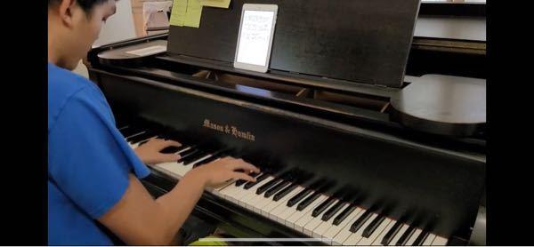 このピアノなんて書いてあるんですか?ちなみにどこのメーカーですか?