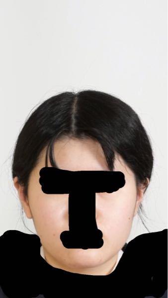 至急!私の顔なんですが、顔がデカく見えてしまいます。特に太っているとかじゃないのですが、顔が太って見えてしまうのは何が原因なんでしょうか?