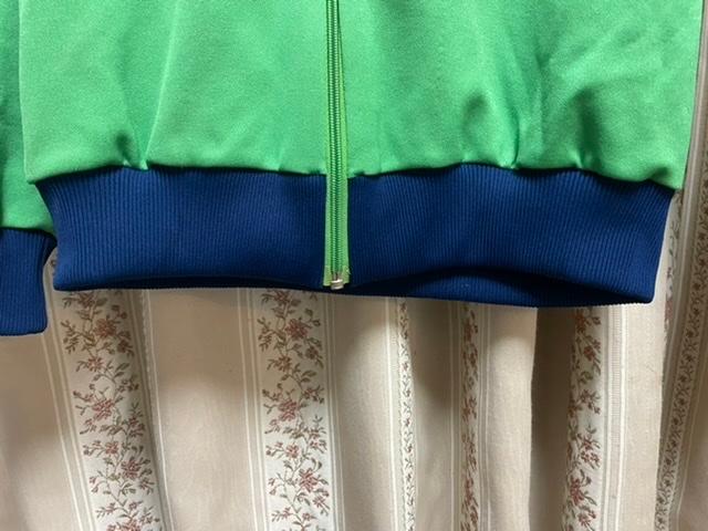 ジャージの画像の裾の部分を伸ばしたいのですが、常に伸ばしていればそのうち伸びてきますか?80年代デザント製です。