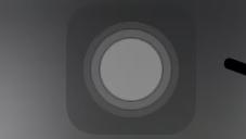 iPhoneについて質問です。 友達の画面にあったので入れてもらったこのマーク(?) かなりの頻度で触ってしまって入れたらいいもののいらないので消し方わかる人教えて頂けませんか…