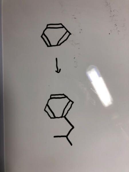 ベンゼンからこのような物質を作りたいのですがどうすれば良いのでしょうか?