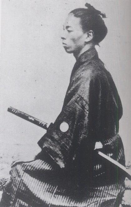 江戸時代の人は何故なで肩が多いんですか?