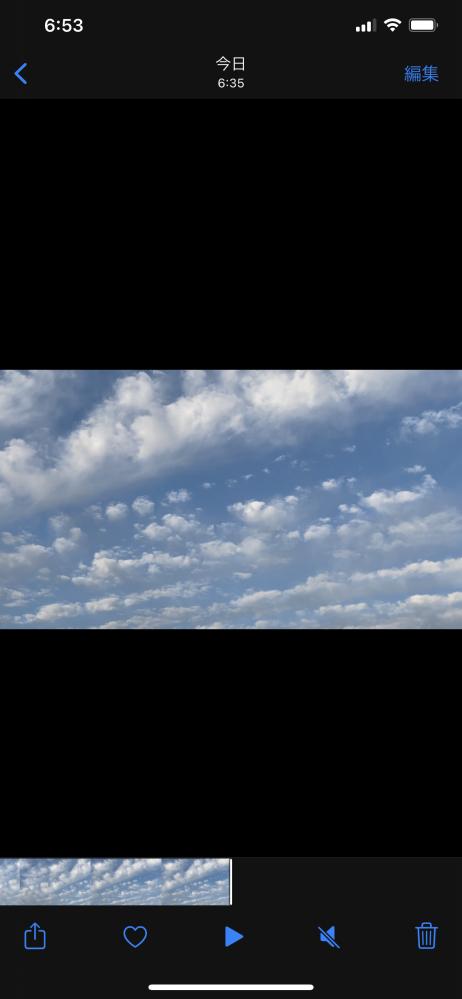 至急 地震恐怖症なのですが、今朝地震雲のようなものを見てどうも落ち着きません。この写真はうろこ雲でしょうか?(科学的根拠はないということを聞いても落ち着きません)