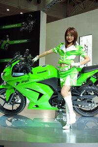 カワサキやスズキのバイクに乗ってる人て変わり者ですか?