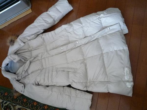 ダウンコート(ロング)の裾を焦がしてしまい、穴が開いてしまいました。 隠すにはアップリケなどだ...