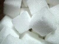 スイーツデコで角砂糖を作りたいです! スイーツデコで、画像のような普通の角砂糖を作りたいと思っています。 どなたか良い方法があったら教えてください!  お礼は25枚です!