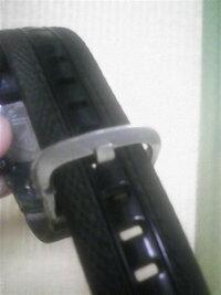 Gショックのベルトに通してあるリング?だけが欲しいです。 画像のようにベルトの穴を決めて、最後にベルトをリング状のものに通しますが、それだけが破れてしまいました。 同タイプのものじゃなくてもよいので...