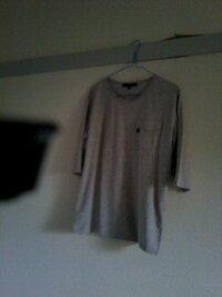ビームスでグレーのポケットつきTシャツを買いました   みなさんならどのように着ますか?  教えてください