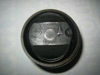 武川ピストンの品番教えて下さい。 ピストンの品番が分かりません。写真のようにトップ部に「52」と刻印があり内径に「TAKEGAWA」とあります。 6V、88ccで高圧縮ピストンと聞いています、ピストンピンは...