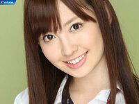 AKB48の小嶋陽菜さん。 お姉さんキャラ?  妹キャラ?  どっちかな?  パッと見た瞬間、お姉さんって感じ。