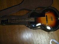 ギブソンギターのシリアルNOから 製造年がわかりますか? ギブソンギターのシリアルNOから 製造年がわかりますか? ご存知の方がいらっしゃいましたらご教授願います。  ちなみに 調べたいギターは ギブソンL50 549B314です。最後の14は手書きです。
