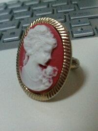 このリングは、カメオですか??本物なんでしょうか??