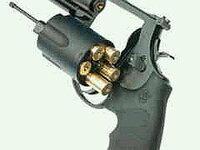タナカの蓄圧カート式ガスリボルバー『カシオペア』について。  法の規格内で製作販売されたガスリボルバーを警察が『不正改造防止』を謳いなが ら税金で改造(実質的には『新造銃』です)を制作して罪を捏造して、...