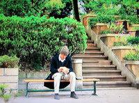 「Jin -仁-」最終回で仁先生が咲さんの手紙を読む、涙涙のラストシーンで使われたロケ地はどこでしょうか? ドラマのファンとして、あの公園にどうしても行ってみたい!教えてください!! このシーンでは仁先生の背中からのカットで向こう側にJR総武線らしき電車が通っていきます。 橘家があったのが湯島という設定ですよね。 この番組のスタッフの方々ならばリアリティを出すためにJR総武線をシーンに...