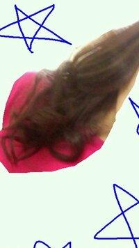 巻き髪について   この巻き髪は下手ですか?高校2年生なんですが、不器用で困っています。 上手く巻くコツやアドバイスいただけたら嬉しいです。
