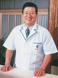 神田川俊郎さん(70)が 去年40年連れ添った奥さんと離婚していたそうです さっき久々にテレビで見たのですが、その歳になって離婚て・・ 神田川先生 ナ二したんでしょうね・・
