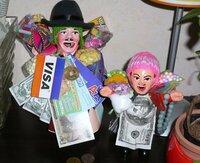 「エケコ人形は人から送られた方が良いって言うし…」と、従妹に頼まれてオクでボリビア製のエケコさん(20㎝)を落札しましたが従妹が「これなんだか軽いよ、足の裏まで塗ってあるけどひょっとして偽物じゃない...