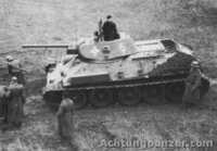 ソ連の戦車 T-34 はWW2では最強だったのですか?  T-34 http://ja.wikipedia.org/wiki/T-34  ケーブルTVで、マシンガンや戦車やミサイルの歴史などを扱った、番組をみていたのですが、軍事専門家が...