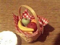 1日ひとつは 何かフルーツを食べてます。ダイニングテーブルか オープンキッチンの所に、 今 どんなフルーツ 置いてますか?